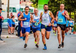 Bieżnia a plener – gdzie lepiej biegać?